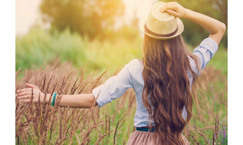 Capelli lucenti e splendenti anche d'estate: piccoli consigli di bellezza.